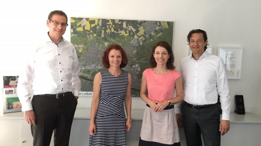 Dr. Stephan Zimmermann (Geschäftsführer Deutsche Glasfaser), Anke Prätzas (Wirtschaftsförderung Stadt Maintal), Monika Böttcher (Bürgermeisterin Stadt Maintal) und Frank Geltinger (Bereichsleiter Geschäftskundenvertrieb Deutsche Glasfaser))