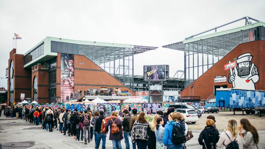 Besucherrekord auf der diesjährigen Millerntor Gallery im Stadion des FC St. Pauli zugunsten Viva con Agua