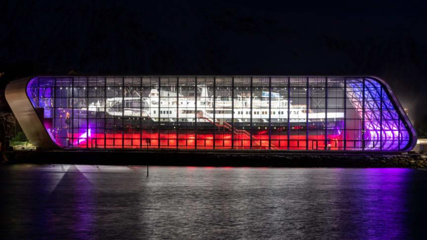 Det klassiske hurtigruteskipet MS Finnmarken fra 1956 er hovedattraksjonen på Hurtigrutemuseet på Stokmarknes. Foto: Bjørn Eide / Hurtigrutemuseet