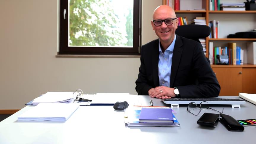 """Das """"Wesen der Diakonie"""" hat er als 22-Jähriger im Zivildienst erlebt, jetzt ist der heute 52-jährige Dr. Michael Gerhard kaufmännischer Vorstand der Hephata Diakonie – für ihn ein Traumberuf."""