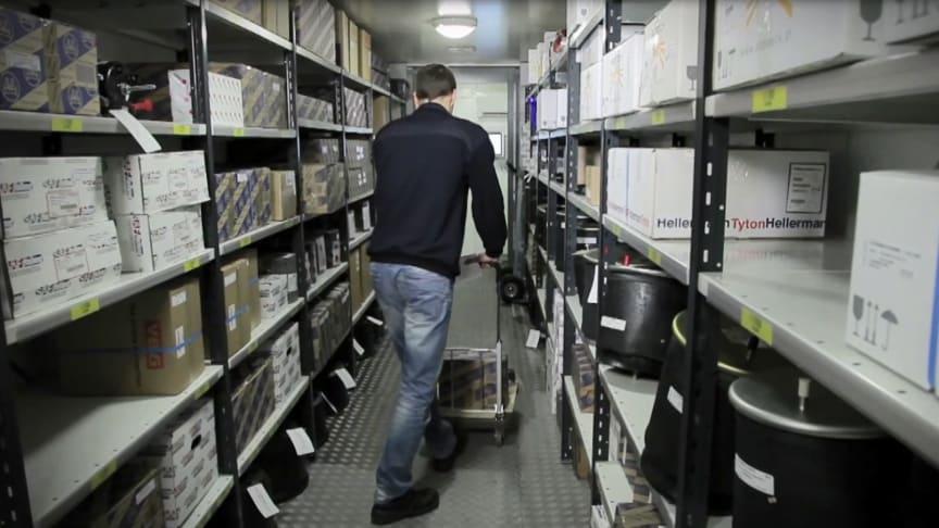Die BPW Aftermarket Group bietet Nutzfahrzeugwerkstätten an, ein mobiles Ersatzteillager mit bis zu 2.000 Teilen direkt auf dem Werkstattgelände aufzustellen.