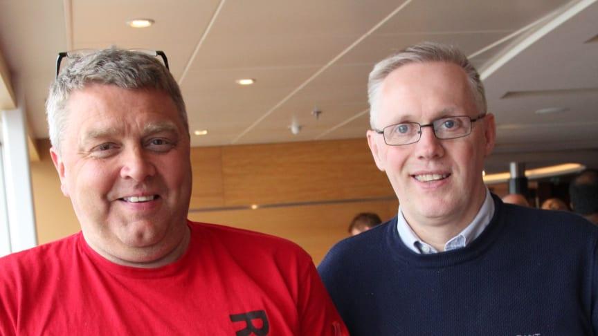 Bjørn-Erik Mikkola (t.v) lanserte ideen om hjertestarter i alle Finnmarks-drosjene på Kiel-seminaret. Jørn Indreeide i Narvik Taxi kastet seg straks på.