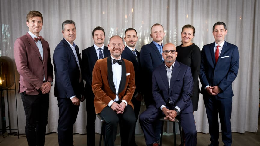 Administrerende direktør Asle Prestegard (nr. 2 fra venstre) og HR-direktør Elin Ekrol (nr. 2 fra høyre) sammen med årets ledertalenter i Scandic Hotels Norge.