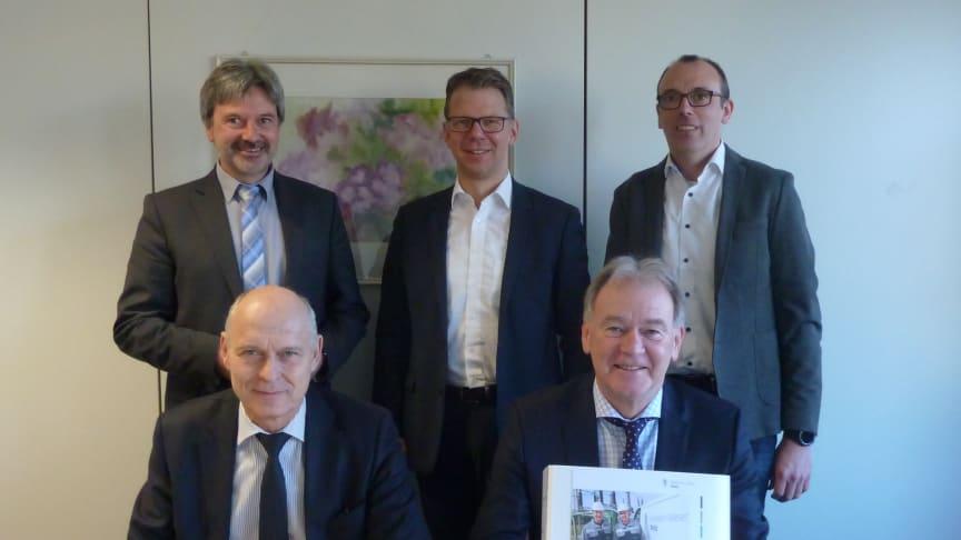 Erster Beigeordneter Günther Berg, Michael Wippermann (WWN), Mike Süggeler (WWN), (hinten v.l.), Dieter Kaiser (WWN), Bürgermeister Wolfgang Koch (vorne v.l.)