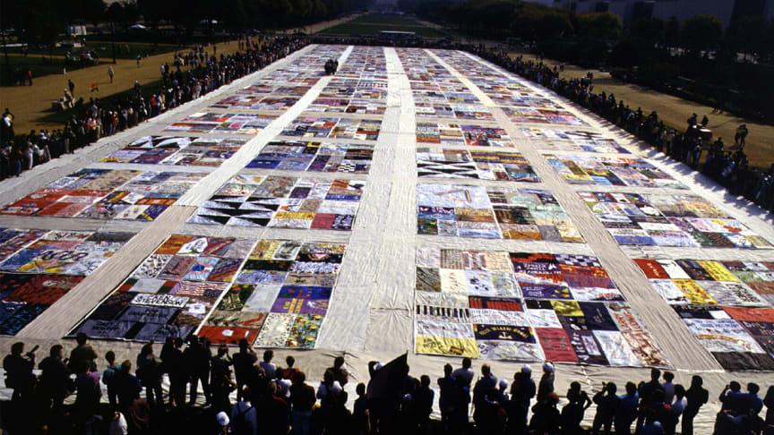 Washington, DC, den 11 oktober 1987. The NAMES lade för första gången ut lapptäcket, The AIDS Memorial Quilt, där varje lapp, stor som en grav, representerar en person som har avlidit i aidsrelaterade sjukdomar. Foto, Pia-Kristina Garde