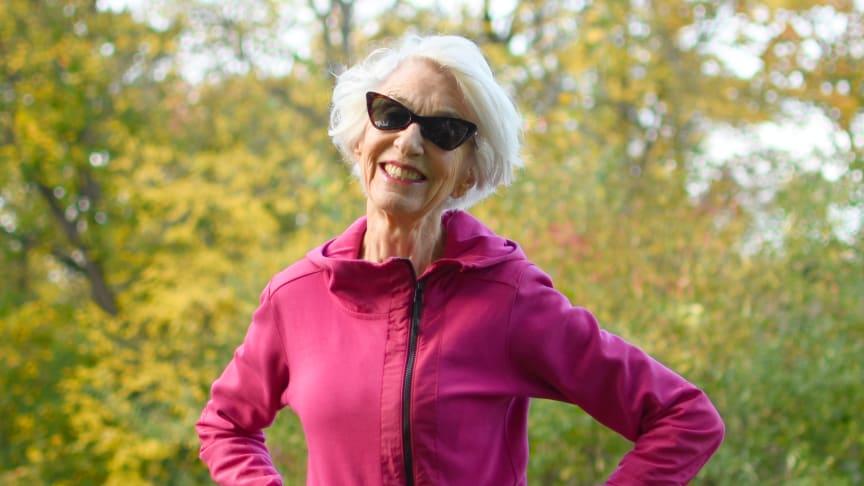 83-åriga influencer Lady Silver hoppar hopprep, dansar salsa och är tränare. Dessutom tränar hon sina andningsmuskler varje dag för att kunna fortsätta ha ett långt lekfullt liv