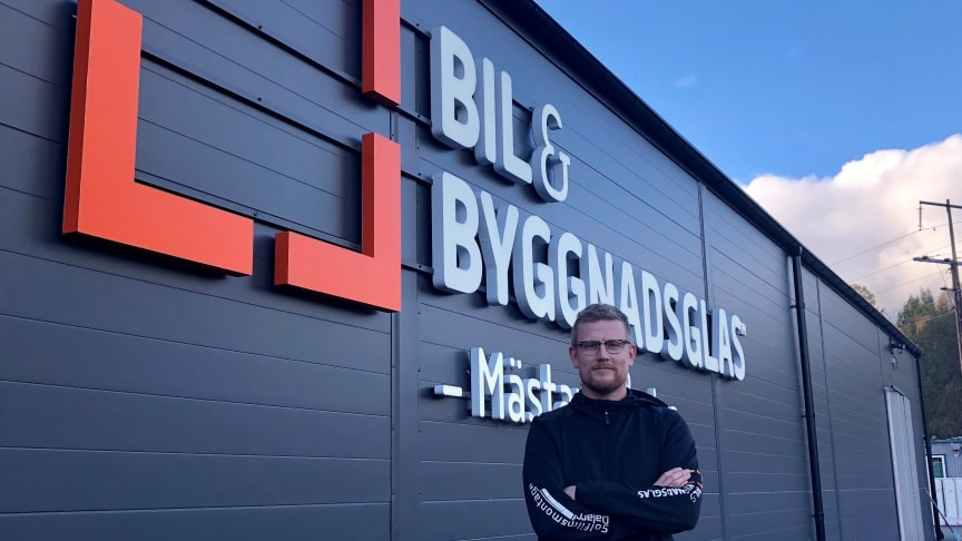 Nicklas Engerfelt, delägare på Borlänge bil- och byggnadsglas, hoppade på erbjudandet om Upphandlingsstöd. Ett beslut som han inte ångrar. Foto: Borlänge bil- och byggnadsglas.
