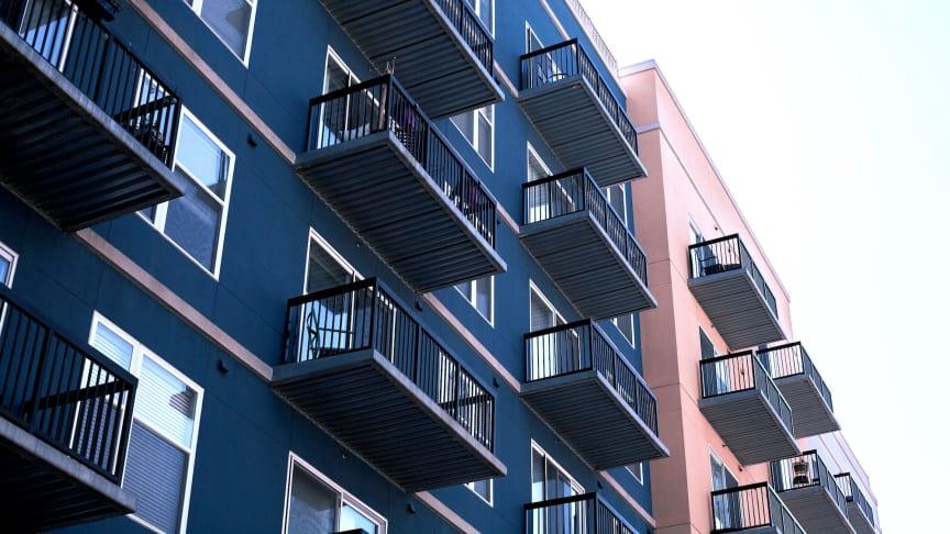 Både villa- och bostadsrättspriserna sjönk på riksnivå med en procent under november.