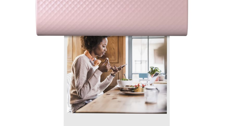 SELPHY SQUARE QX10 skriver ut livfulla foton direkt från en smartphone eller surfplatta