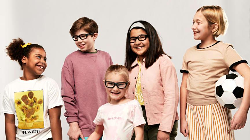 """Nu får alla barn mellan fem och tolv år med synfel gratis aktivitets- och sportglasögon genom initiativet """"Alla ska se!"""" som bland annat Generation Pep och Synsam står bakom."""