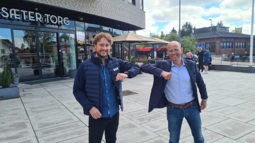Administrerende direktør i Visma Software, Øyvind Larsen (t.v), og administrerende direktør for 4human-gruppen, Bjørnar T. Andersen.