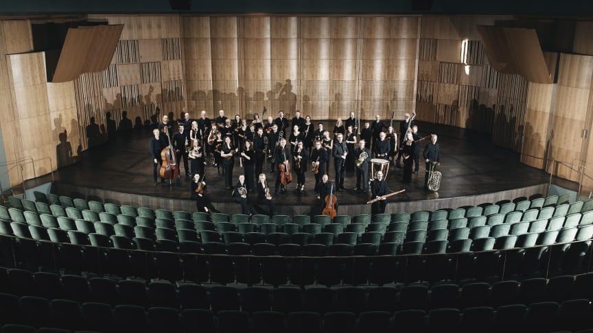 Gävle Symfoniorkester spelar musik komponerad av Vasaskolans avgångselever 2020