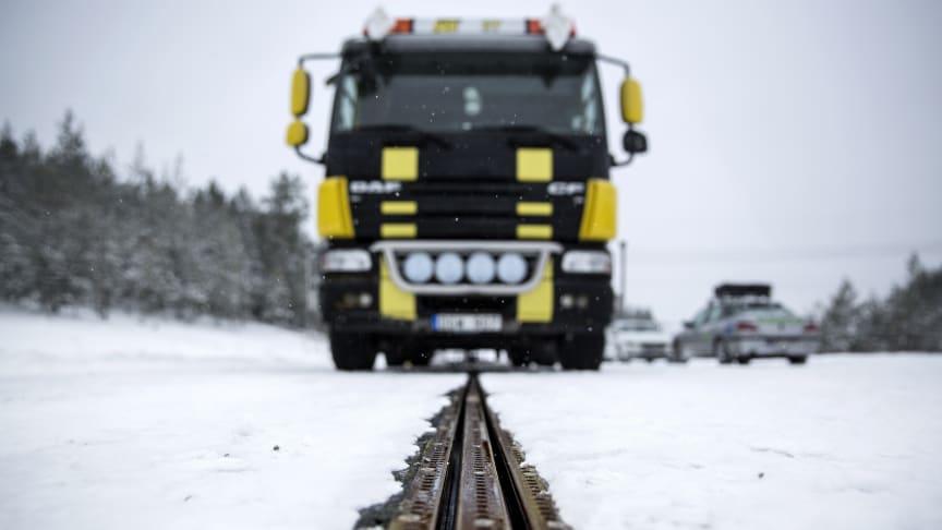 PostNords lastbilar på elväg vid Airport City Stockholm
