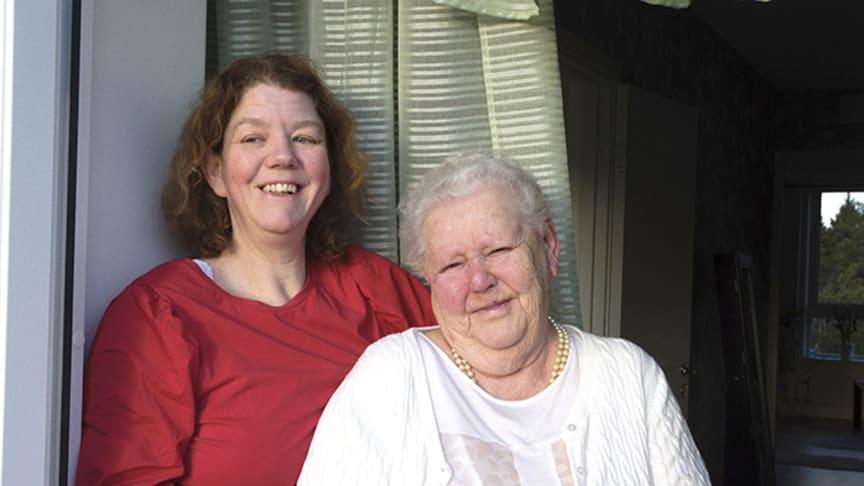Therese Fatty, till vänster, är en av Märta Erikssons goda grannar.