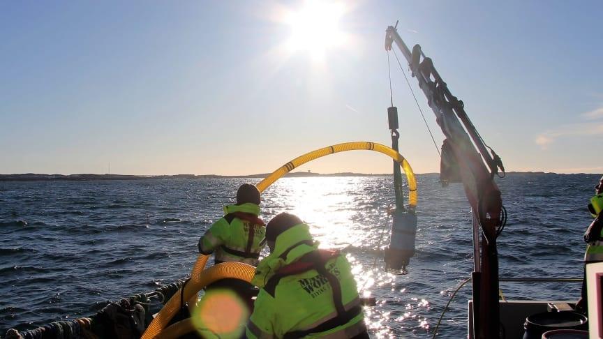 Saneringen av miljöfarliga vrak inleds: Nu töms fiskefartyget Thetis på olja