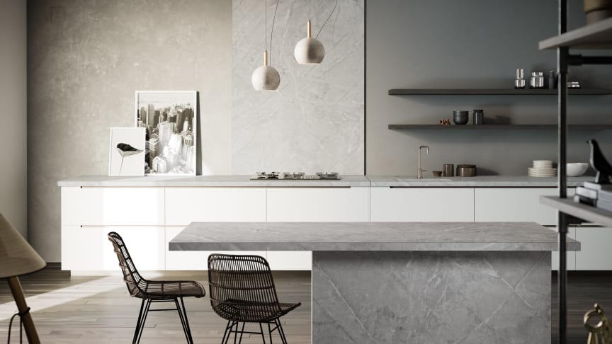 Dektons nya slående färg Vera i kollektionen Natural- grå marmorlook i köksö, bänkskiva och stänkskydd