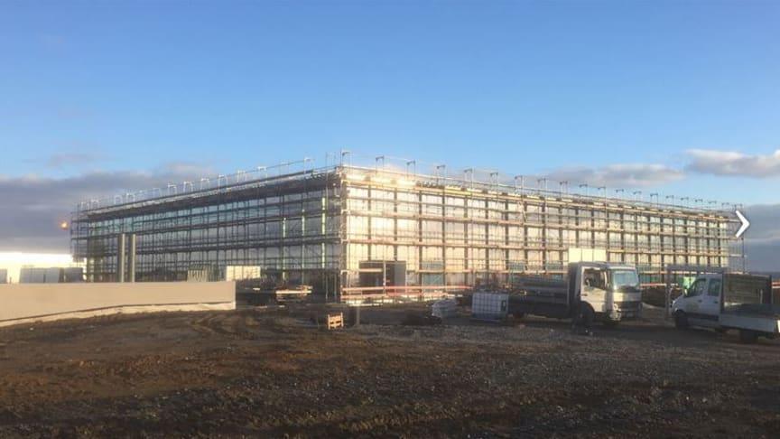 Der Bau des Carmen-Würth-Forums ist nahezu abgeschlossen. Wir freuen uns, Sie im fertigen Kongress-Forum in Künzelsau zu begrüßen. Foto: M&T