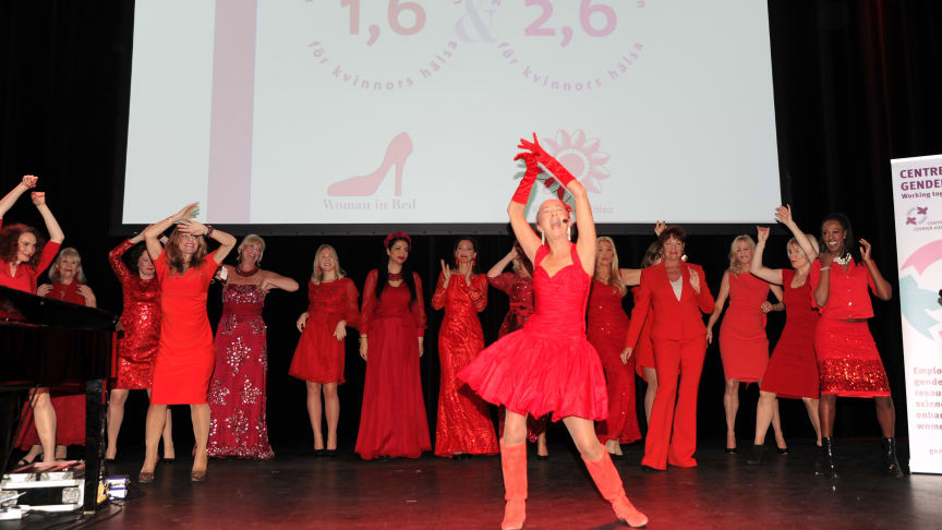 Woman in Red i Stockholm. Grande finale med Susan Lanefelt och sprakande modevisning i rött.
