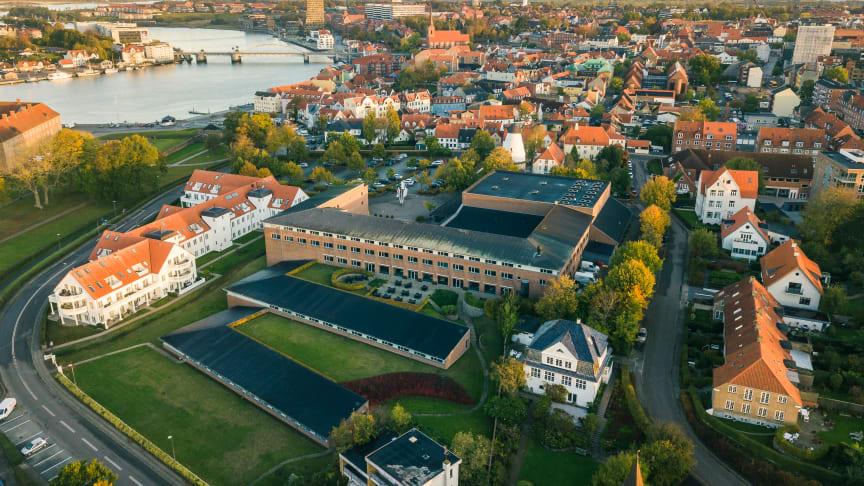 På strandnära Hotell Sönderborg Strand finns utrymme för såväl badliv och vacker natur som bra konferensmöjligheter.
