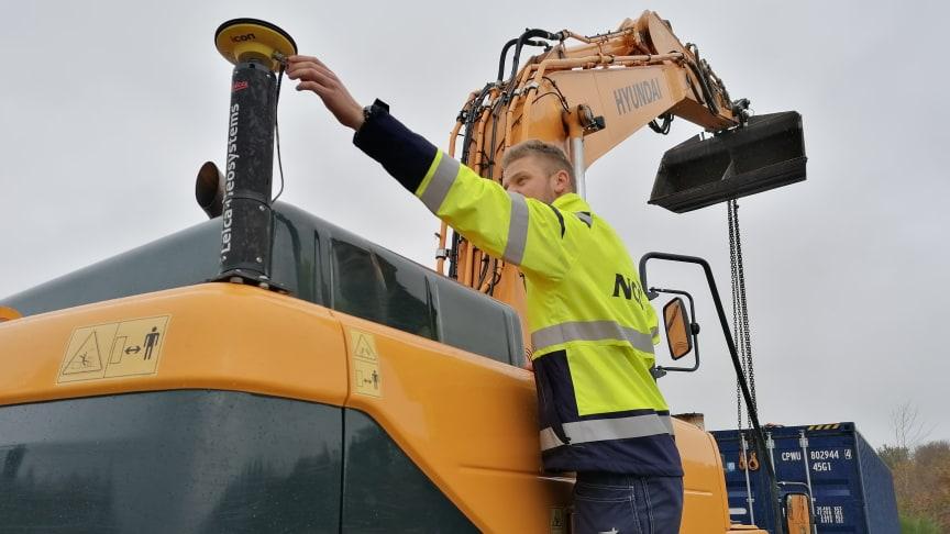 Carl Christian Tegner fra NCC i Hillerød er en af de seneste, som har gennemført uddannelsen som maskinfører ved Byggetek Ulfborg Kjærgaard.