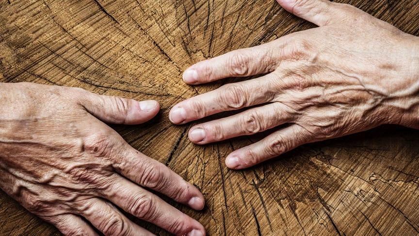 Wunden heilen bei alter Haut schlechter und sind anfälliger für Infektionen. Umso wichtiger, auf eine gute Wundversorgung wie mit Betaisodona zu achten.