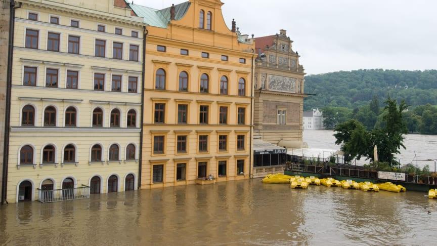 De senaste tre decennierna har varit bland de mest översvämningsrika i Europa under de senaste 500 åren, enligt en ny studie. Bland annat drabbades Prag när floden Moldau svämmade över 2013. Foto: Sarinka/Mostphotos