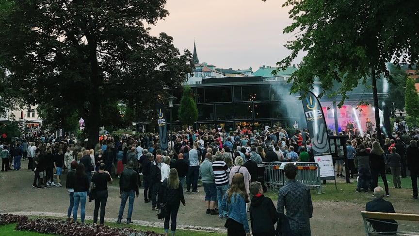 De bjuder upp till dans i Stadsparken under Sommartorsdagarna® 2018