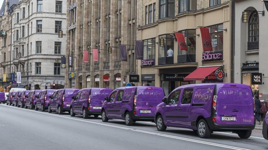 Renault Kangoo ZE i karavan på Kungsgatan i Stockholm. Bild: Fotograf Linus Meyer