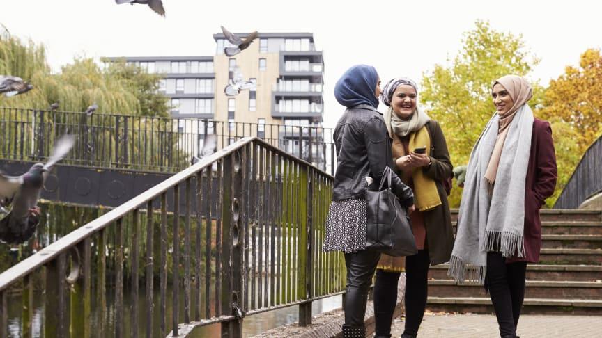 Hent løsningskatalog til indsatsen over for flygtningekvinder