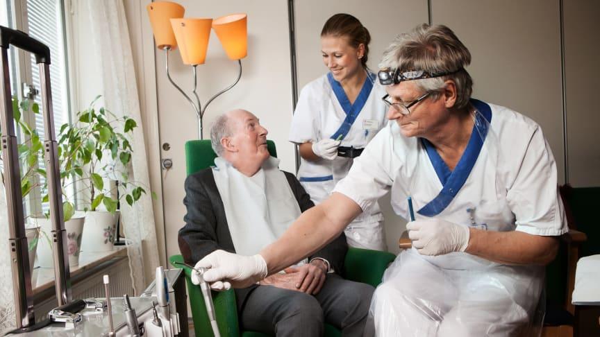 Folktandvården vill bli nationellt ledande inom äldretandvård och planerar samla all verksamhet för äldre och dem med särskilda behov runt sjukhustandvården.