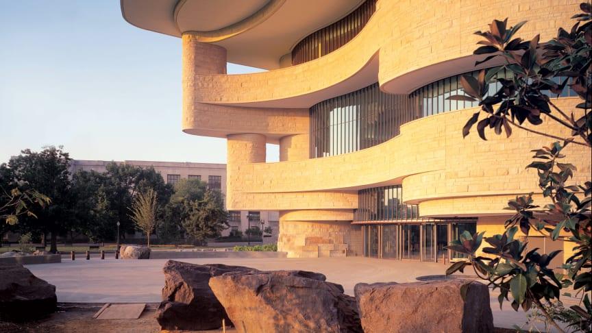 Architekt Douglas Cardinal am Goetheanum. Werkbeispiel: National Museum of the American Indian in Washington (Provided by Douglas Cardinal Architect Inc.)