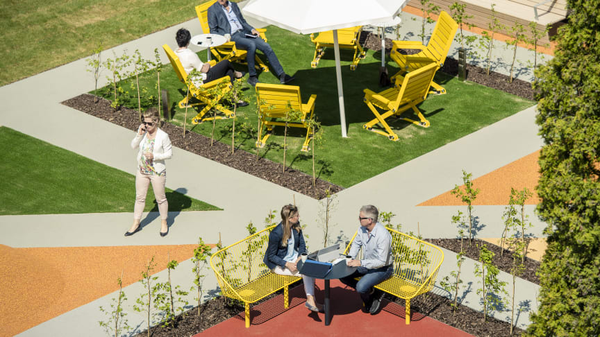Kajen Hammock, Korg möbelgrupp, Four Seasons parasoll, design Thomas Bernstrand för Nola. Work OUT, Norrporten Växjö