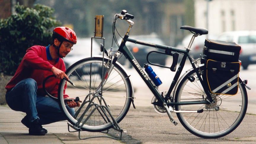 Die Zahl der Fahrraddiebstähle steigt: Ein hochwertiges Schloss schreckt bereits viele Gelegenheitsdiebe ab. Foto: SIGNAL IDUNA