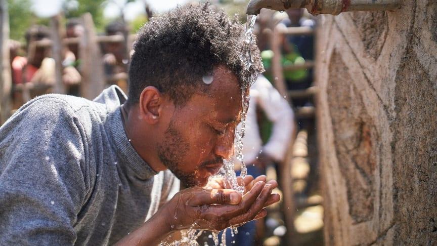 Ashenafi, äthiopischer Künstler, mit Viva con Agua unterwegs