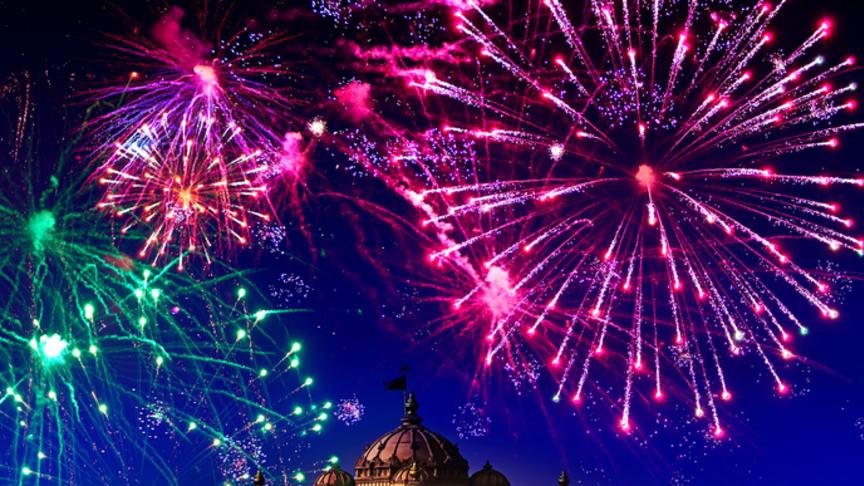 Festive fireworks light up the Delhi sky over temple Akshardham, but leave a legacy of air pollution.