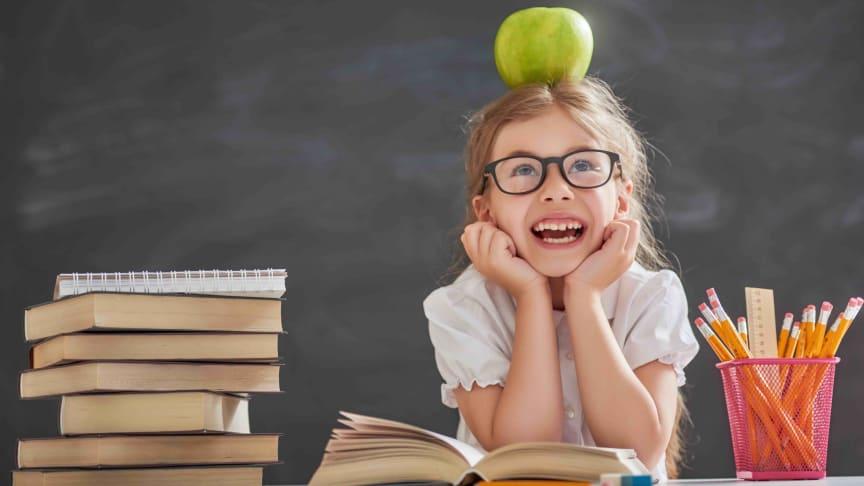 Stora Synundersökningen 2021: Läs- och skrivsvårigheter hos barn kan bero på synfel – Var fjärde förälder känner inte till de vanligaste varningssignalerna