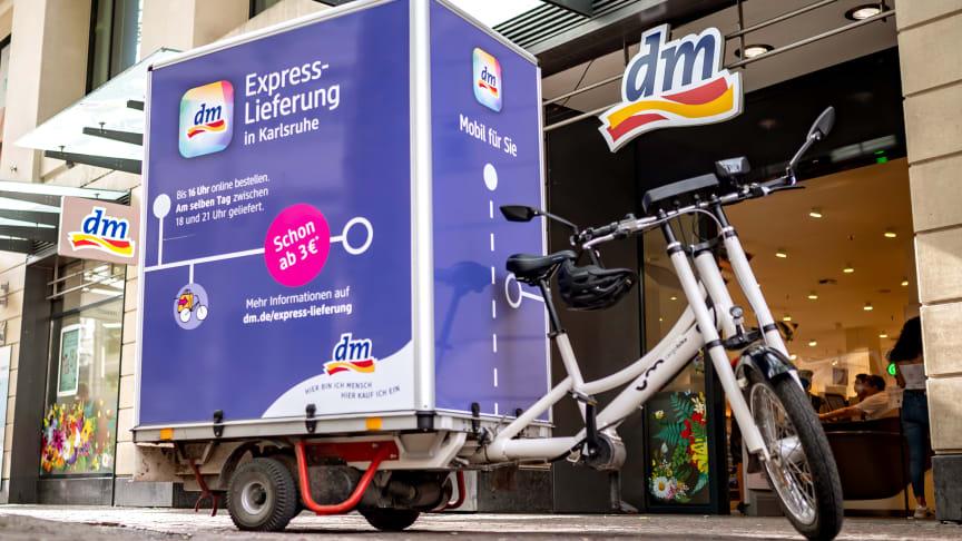 dm testet Express-Lieferung in Karlsruhe: Produkte online bestellen und umweltfreundlich per Lastenrad nach Hause liefern lassen