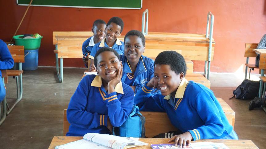 Engagerade elever på Inqolayolwazi Primary School.