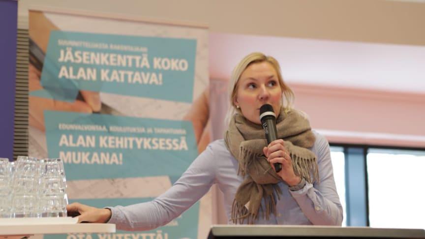 Markkinointipäällikkö Kaisa Tiira-Vahala esiintyi Urapolkuja-tapahtumassa Helsingin Metropoliassa 26.2.