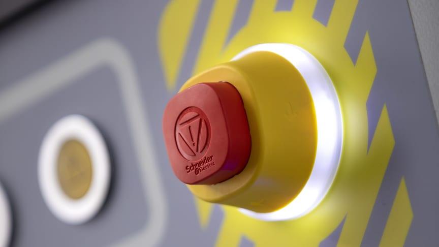 Schneider Electric utvider sitt utvalg av trykknapper med Harmony XB5, en ny nødstopp med innebygd lys og ny merking med LED-ring.