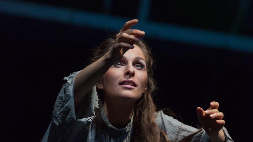 Gretchen im Kerker: Anne-Kathrin Korf (Goethes ‹Faust 1 und 2, Goetheanum-Bühne) (Foto: Georg Tedeschi)