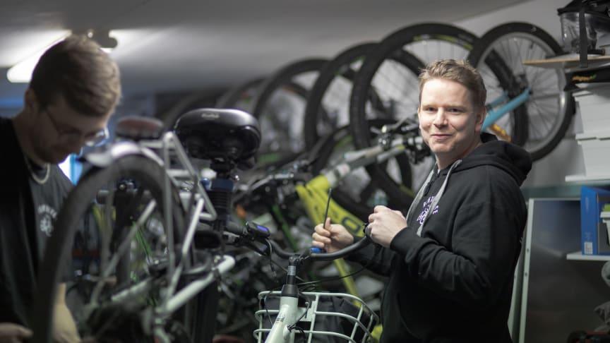 Johan Sundh, grundare av RentBike, förra årets vinnare i Kronobergs Innovationstävling som anordnas av Företagsfabriken. Johan är mycket nöjd med den affärsutveckling och utbildning som vinsten att delta i tillväxtprogrammet lett till.