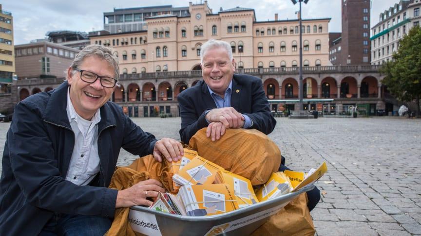 I 2018 vant Pensjonistforbundet fram med kravet om at de som fortsatt ønsker det, skal få pensjonsslippen i postkassa. I år har slaget stått om ordlyden på slippen. F.v. generalsekretær Harald O. Norman og forbundsleder Jan Davidsen.