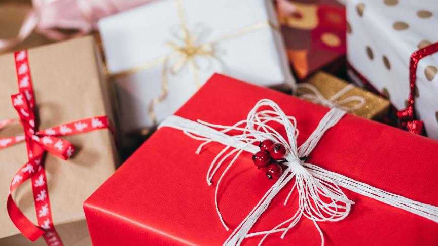 Ny undersökning visar generationsklyfta i synen på begagnade julklappar