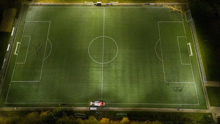 Der SV 60 Oetinghausen und die Sportvereinigung Hiddenhausen können auch in Herbst und Winter im Hellen Fußball spielen und trainieren.