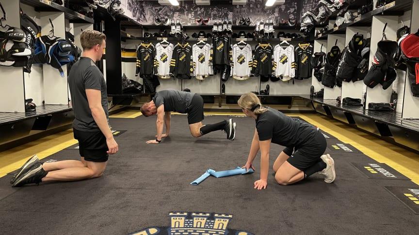 Så bidrar AIK Hockey till ökad fysisk aktivitet för familjer med barn som drabbats av cancer.