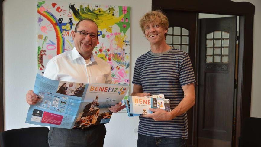 Andreas Liefeith von procilon (links) mit Markus Wulftange von der Elternhilfe