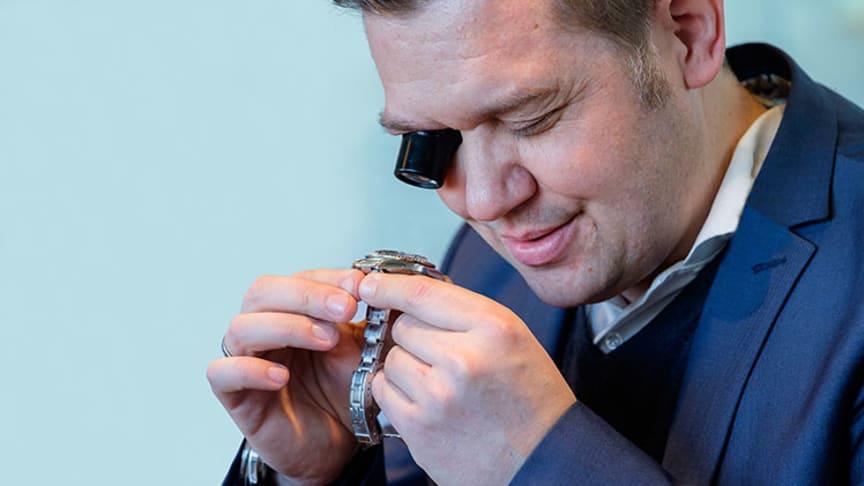 Bruun Rasmussens eksperter kan fortælle dig, hvad dit armbåndsur eller smykke er værd.