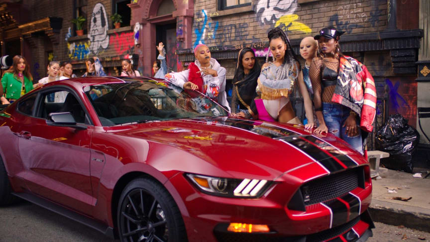 Ford Mustang  i ny Little Mix-musikkvideo