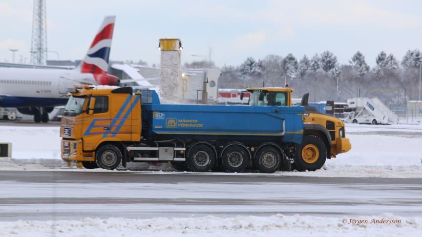 Märsta Förenade arbetar för högtryck för att hålla Arlanda och Bromma fritt från snö.